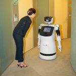 テクノロジーの進歩により、将来は人と接する仕事が減っていくのか