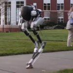 足だけロボットのキャシーは何ができるのだろうか